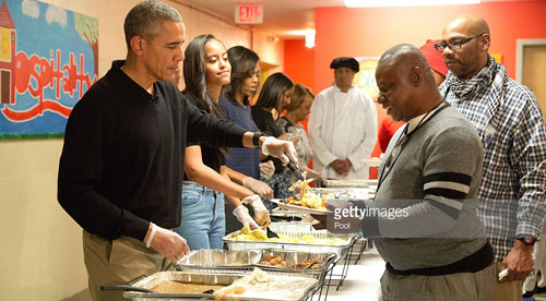 President Barack Obama and family serve thanksgiving meals